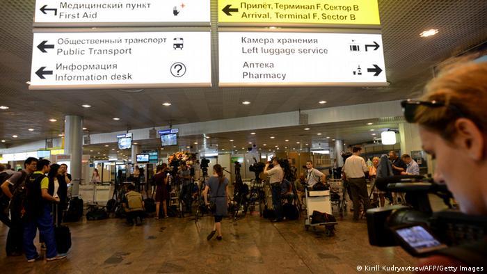 Journalisten am Moskauer Flughafen auf der Suche nach Snowden (Foto: Getty)