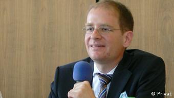 Είναι ένα αναγκαιό βήμα υποστηρίζει ο Νοτμινίκ Μπροντόφσκι