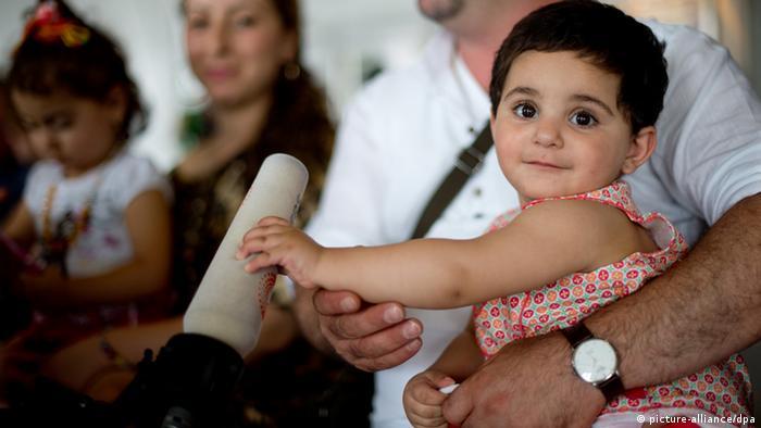 Iraqi refugees (photo: Julian Stratenschulte/dpa)