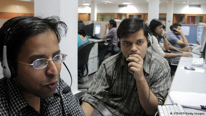 Call center employees in front of their computers (photo: STR/AFP/Getty Images)