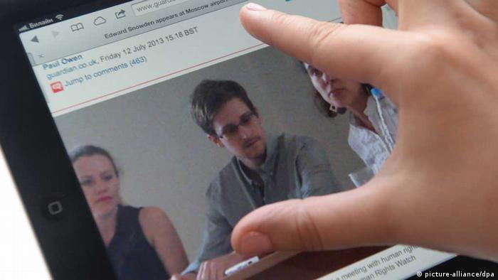 Edward Snowden auf Tablet-Display (Foto: picture alliance)
