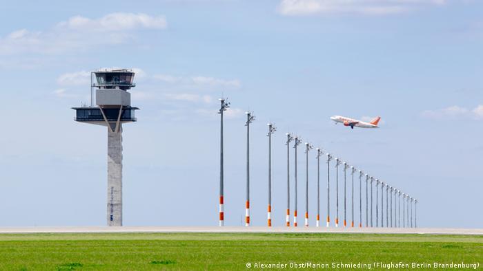 An artist's impression of a plane taking off at the planned Berlin Brandenburg airport (Copyright: Alexander Obst / Marion Schmieding / Flughafen Berlin Brandenburg)