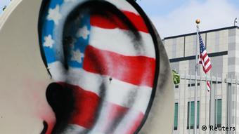 Ilustracija: uho u bojama zastave SAD-a