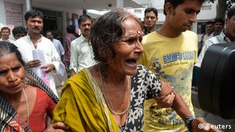 A woman cries after her grandson, who consumed spurious meals at a school on Tuesday, died at a hospital in the eastern Indian city of Patna July 17, 2013. (Photo: Reuters)