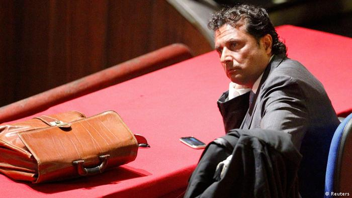 Francesco Schettino, captain of the Costa Concordia cruise ship, looks on during a trial in Grosseto, central Italy (photo: REUTERS/Giampiero Sposito)