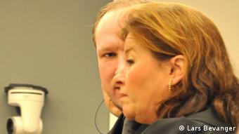A photo of Anders Behring Breivik with his defence lawyer Vibeke Hein Baera whilst he was on trial for killing 77 people in bomb and shooting attacks in Norway in 2011. (Photo: Lars Bevanger, DW Correspondent) Copyright: Lars Bevanger  Ort: Norwegen  Datum:Juli 2012