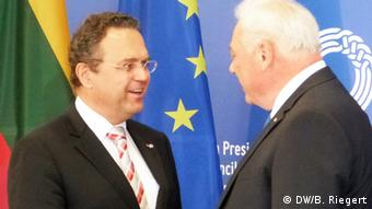 Friedrich (links) with Lithuania's Interior Minister Barakauskas. (Photo: Bernd Riegert, DW)