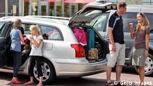 Symbolbild - Familie fährt in den Urlaub