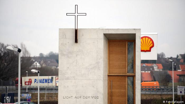 Autobahn church near Kassel, Germany (Fotolia/lagom)