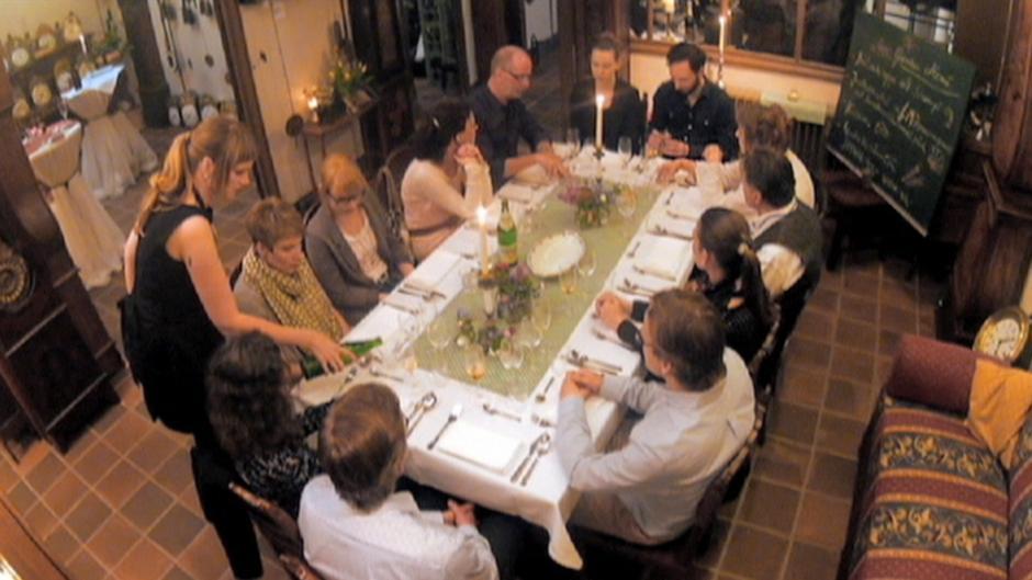 supper club kochen f r fremde alle multimedialen inhalte der deutschen welle dw. Black Bedroom Furniture Sets. Home Design Ideas