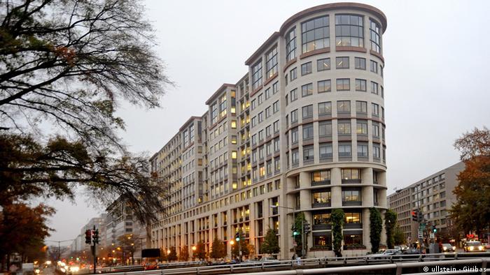 USA Wirtschaft Washington DC Zentrale der Weltbank Gebäude (ullstein - Giribas)