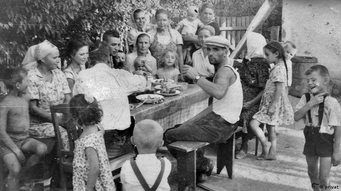 Zu sehen ist Familie Schütz in den 1960-er Jahren in Kalmykien, UdSSR. (c) Privates Bild aus dem Besitz von Galina Schütz