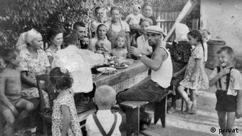 Семья Шютц в середине 1960-х годов. Теодор Федя Шютц - во главе стола