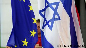 EU and Israeli flags Photo: Klaus-Dietmar Gabbert