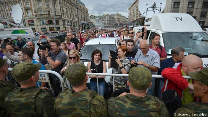 2248450 Russia, Moscow. 07/18/2013 Protesting supporters of Aleksei Navalny convicted today by Kirov's Leninsky Court are seen gathering in Manezh Square.. Vladimir Astapkovich/RIA Novosti