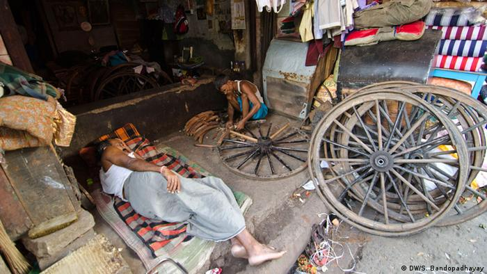 In Kolkata there are special shop for rickshaw spare parts. (Photo: DW/Sirsho)