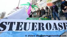 APA12229970-2 - 09042013 - WIEN - ÖSTERREICH: ZU APA-TEXT II - Attac-Protestaktion zum Thema Steueroase Österreich aufgenommen am Dienstag, 9. April 2013, vor dem Bundeskanzleramt in Wien. APA-FOTO: HELMUT FOHRINGER - 20130409_PD0388 pixel