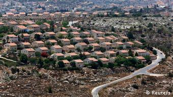 Houses are seen in the West Bank Jewish settlement of Ofra, north of Ramallah July 18, 2013. Negotiations between Israel and the Palestinians, which have ebbed and flowed for two decades, last broke down in late 2010, after a partial settlement halt meant to foster talks ended and Israeli Prime Minister Benjamin Netanyahu refused to extend it. Palestinians familiar with Palestinian President Mahmoud Abbas' thinking speculated he might now forgo the demand for a settlement moratorium given a recent slowdown in housing starts issued by Israel's government, though it may still be painful to roll back his previous demand. If Abbas yields on the issue, it may be in exchange for a goodwill gesture from Israel such as amnesty for around 100 veteran PLO fighters long held in its jails. REUTERS/Baz Ratner (WEST BANK - Tags: POLITICS CIVIL UNREST BUSINESS CONSTRUCTION)