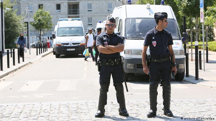 Frankreich Paris Unruhen nach Kontrolle einer Frau mit Burka