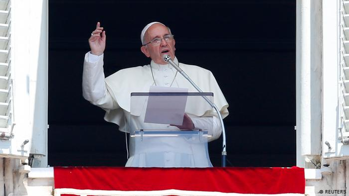Papst Franziskus spricht in Rom zu den Gläubigen (Foto: Reuters)
