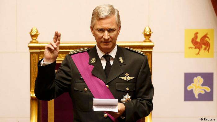 King Philippe of Belgium takes the oath during a swearing in ceremony at the Belgian Parliament (photo: REUTERS/Bruno Fahy)