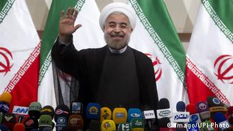 Bildnummer: 59847920 Datum: 17.06.2013 Copyright: imago/UPI Photo Iran s new-elected President Hassan Rouhani waves prior to his press conference in Tehran, Iran on June 17, 2013. Rowhani said the United States and Iran must not look back but forward during a markedly conciliatory tone. PUBLICATIONxINxGERxSUIxAUTxHUNxONLY People Politik premiumd x0x xsk 2013 quer Aufmacher 59847920 Date 17 06 2013 Copyright Imago UPi Photo Iran S New Elected President Hassan Rouhani Waves Prior to His Press Conference in TEHRAN Iran ON June 17 2013 Rowhani Said The United States and Iran must Not Look Back but FORWARD during a markedly conciliatory Tone PUBLICATIONxINxGERxSUIxAUTxHUNxONLY Celebrities politics premiumd x0x xSK 2013 horizontal Highlight