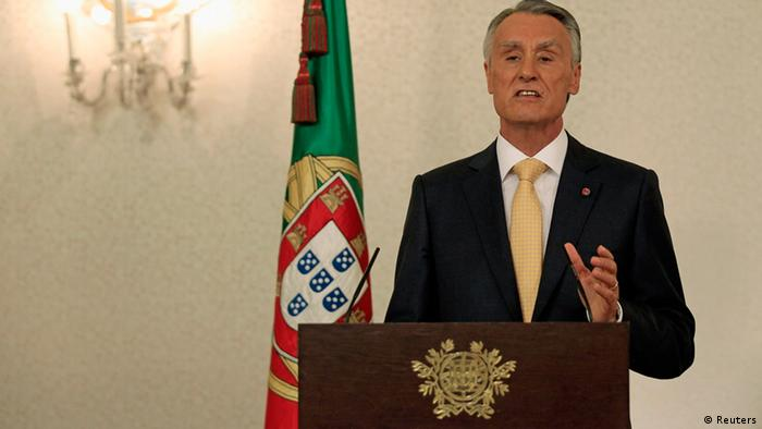 Portugal's President Anibal Cavaco Silva makes a statement to the press at Belem presidential palace in Lisbon July 21, 2013. REUTERS/Jose Manuel Ribeiro (PORTUGAL - Tags: POLITICS BUSINESS)