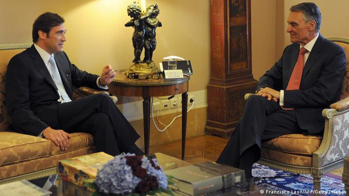 Portugal Präsident Cavaco Silva im Gespräch mit Regierungschef Passos Coelho (l) (Foto: AFP/Getty Images)
