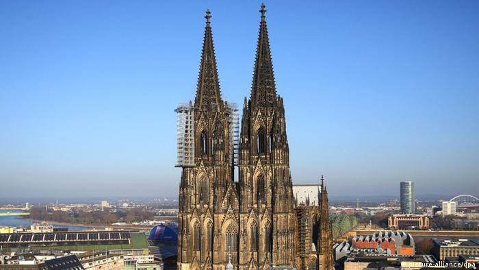 Cologne Cathedral and scaffolding (photo: Oliver Berg/dpa +++(c) dpa - Bildfunk)