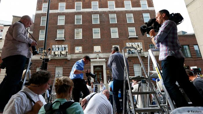 Photographers gather in front of the Lindo Wing of St Mary's Hospital, where Britain's Catherine, Duchess of Cambridge arrived to give birth in London July 22, 2013. Prince William's wife Kate has gone into labour and been admitted to hospital for the birth of the couple's first child, who will be third in line to the British throne, his office said on Monday. REUTERS/Suzanne Plunkett (BRITAIN - Tags: ROYALS ENTERTAINMENT HEALTH MEDIA TPX IMAGES OF THE DAY)