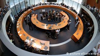 Investigative committee Foto: Soeren Stache/dpa +++(c) dpa - Bildfunk+++