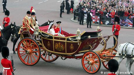 William and Kate wedding carriage (picture-alliance/dpa)