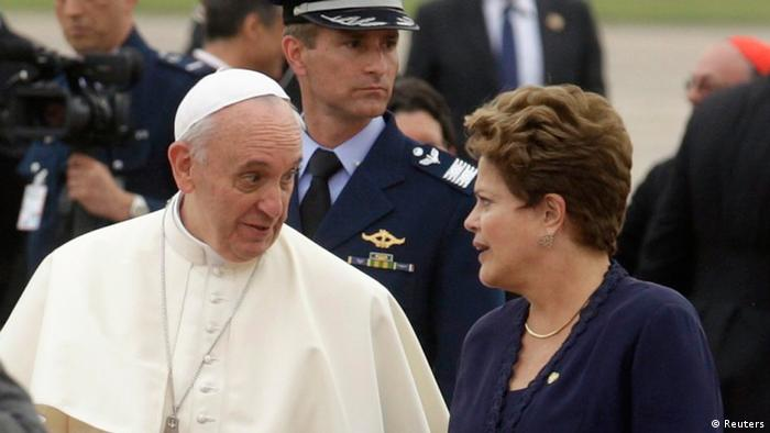 Pope Francis walks with Brazil's President Dilma Rousseff upon arrival at Antonio Carlos Jobim International Airport in Rio de Janeiro, July 22, 2013. Pope Francis touched down in Rio de Janeiro on Monday, starting his first foreign trip as pontiff and a weeklong series of events expected to attract more than a million people to a gathering of young faithful in Brazil, home to the world's largest Roman Catholic population. REUTERS/Pilar Olivares (BRAZIL - Tags: RELIGION POLITICS)