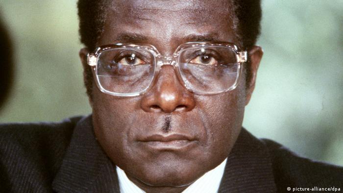 Robert Mugabe Archivbild 1982 Simbabwe Afrika Besuch Bonn (picture-alliance/dpa)