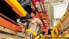 Chinese auto worker (picture-alliance/dpa)