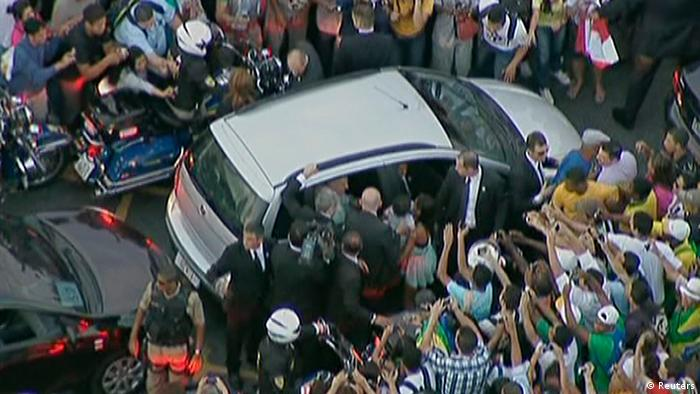 The car carrying Pope Francis is mobbed by wellwishers as it gets stuck in traffic as he is driven from the airport (photo: REUTERS/Pool)