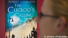n Caption ILLUSTRATION - Eine Frau schaut sich am 15.07.2013 in Berlin im Internet das Cover des Buches «The Cuckoo's Calling» von Robert Galbraith an. Hinter diesem Pseudonym Robert steckt Harry-Potter-Autorin Joanne K. Rowling. Foto: Maurizio Gambarini/dpa (zu dpa Neues Buch von J.K. Rowling - und keiner hat's gewusst vom 15.07.2013) +++(c) dpa - Bildfunk+++ pixel Schlagworte .Leute , .Literatur , .Großbritannien , lbn pixel Überschrift Buch The Cuckoo's Ca... Personen Kontinent - Land Deutschland Provinz Berlin Ort Berlin pixel Rechtliche Daten Bildrechte Verwendung weltweit Besondere Hinweise - Rechtevermerk picture alliance / dpa Notiz zur Verwendung