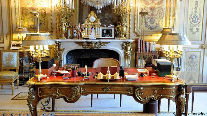 Mesa do presidente francês no Palácio do Eliseu