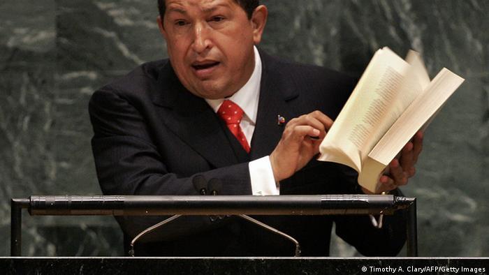 Bildergalerie Politiker Gestik Hugo Chavez (Timothy A. Clary/AFP/Getty Images)