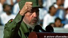 Kubas Staats- und Parteichef Fidel Castro sagt in seiner Rede zum 1. Mai am 1.5.2004 in Havanna, dass Mexiko sein Ansehen in Lateinamerika und der Welt ruiniert habe, weil es am 15. April dieses Jahres in der UN-Menschenrechtskommission in Genf gegen Kuba gestimmt habe. Dem peruanischen Präsidenten Toledo hielt Castro vor, angesichts seiner niedrigen Popularität von nur knapp zehn Prozent «regiere er wohl gar nicht mehr». Das täten vielmehr die «internationalen Konzerne und die Oligarchen». Mexiko und Peru haben ihre Botschafter nach den verbalen Angriffen von Castro aus Havanna abgezogen
