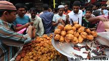 epa03313319 Street vendors sell different food items on the first day of the holy Ramadan at the traditional Iftar market at Chalkbazaar, Dhaka, Bangladesh 22 July 2012. Millions of Muslims are observing the holy fasting month of Ramadan fasting from dawn till dusk. EPA/ABIR ABDULLAH