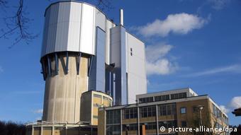 El Premio Whistleblower 2011 por revelar deficiencias de seguridad en reactores nucleares.