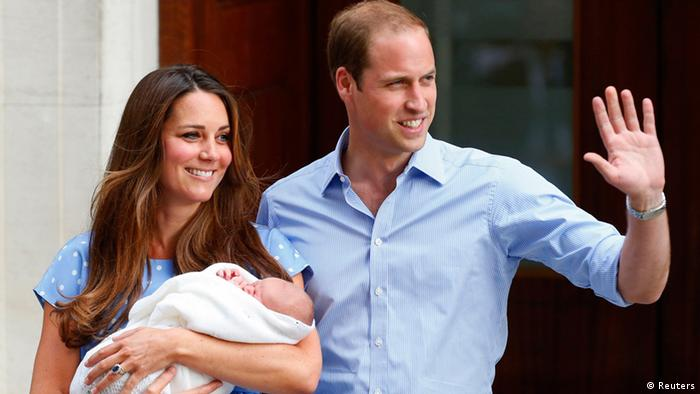 Britain's Prince William and his wife Catherine, Duchess of Cambridge appear with their baby son outside the Lindo Wing of St Mary's Hospital, in central London July 23, 2013. Kate gave birth to the couple's first child, who is third in line to the British throne, on Monday afternoon, ending weeks of feverish anticipation about the arrival of the royal baby. REUTERS/Andrew Winning (BRITAIN - Tags: ROYALS ENTERTAINMENT HEALTH)