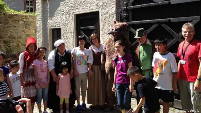 Veranstalter bietet jetzt Pauschalreise für chinesische Touristen entlang der Märchenstraße. Am 17.07 machte die erste Touristengruppe in Alsfeld halt; Copyright: Yuzhou Li (Reiseleiter)