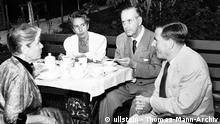 *06.06.1875-12.08.1955+ Schriftsteller, D (2.v.r.) mit seiner Ehefrau Katia (l) und den beiden Kindern Golo und Erika im Hotel Baur au Lac in Zürich - Juli 1951 ullstein bild - Thomas-Mann-Archiv