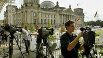 Journalisten vor dem Reichstag