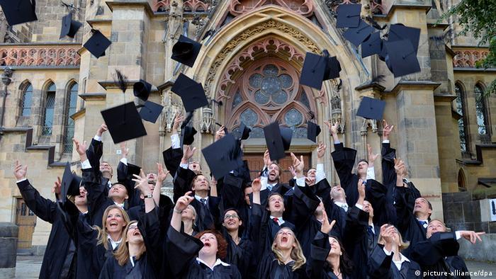 Deutschland Bildung Wissenschaft Graduierung der HHL Studenten in Leipzig