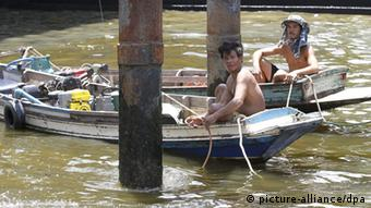Thai fishermen sit on their boats floating on the Chao Phraya River in Bangkok(Photo: EPA/NARONG SANGNAK )