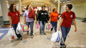 American shoppers at a mall (Photo: The Press-Register /Landov)