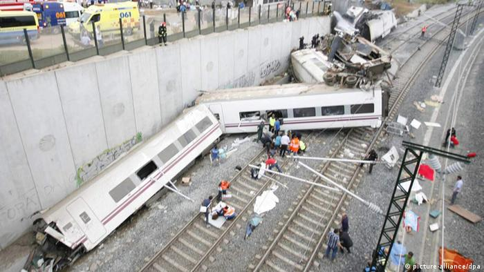 epa03800010 General view of the train accident of a train travelling from Madrid to Ferrol which was derailed close to Santiago de Compostela, Galicia, Spain on 24 July 2013. No details of fatalities or injuries have been made availble by the train operatives. EPA/OSCAR CORRAL